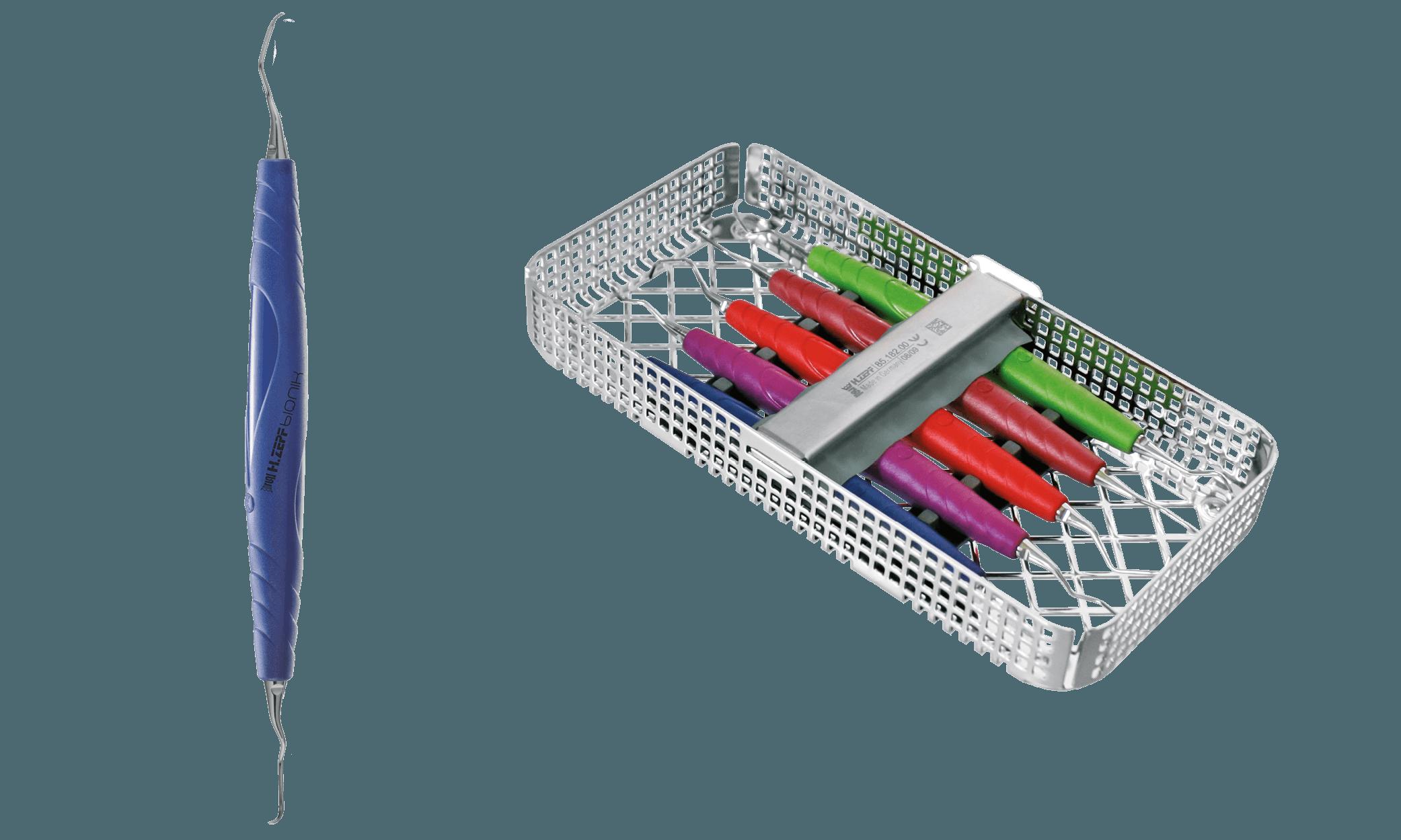 24.990.50 cikkszámú 'Gracey' Prophylaxis Set (jobb oldal) és a készlet egyik Curette eszköze kobalkék Bionik nyéllel (bal oldalt)